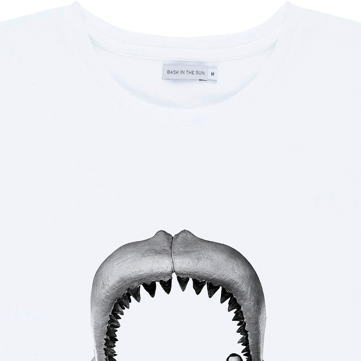 T-shirt en coton bio white megalodon - Bask in the Sun num 2