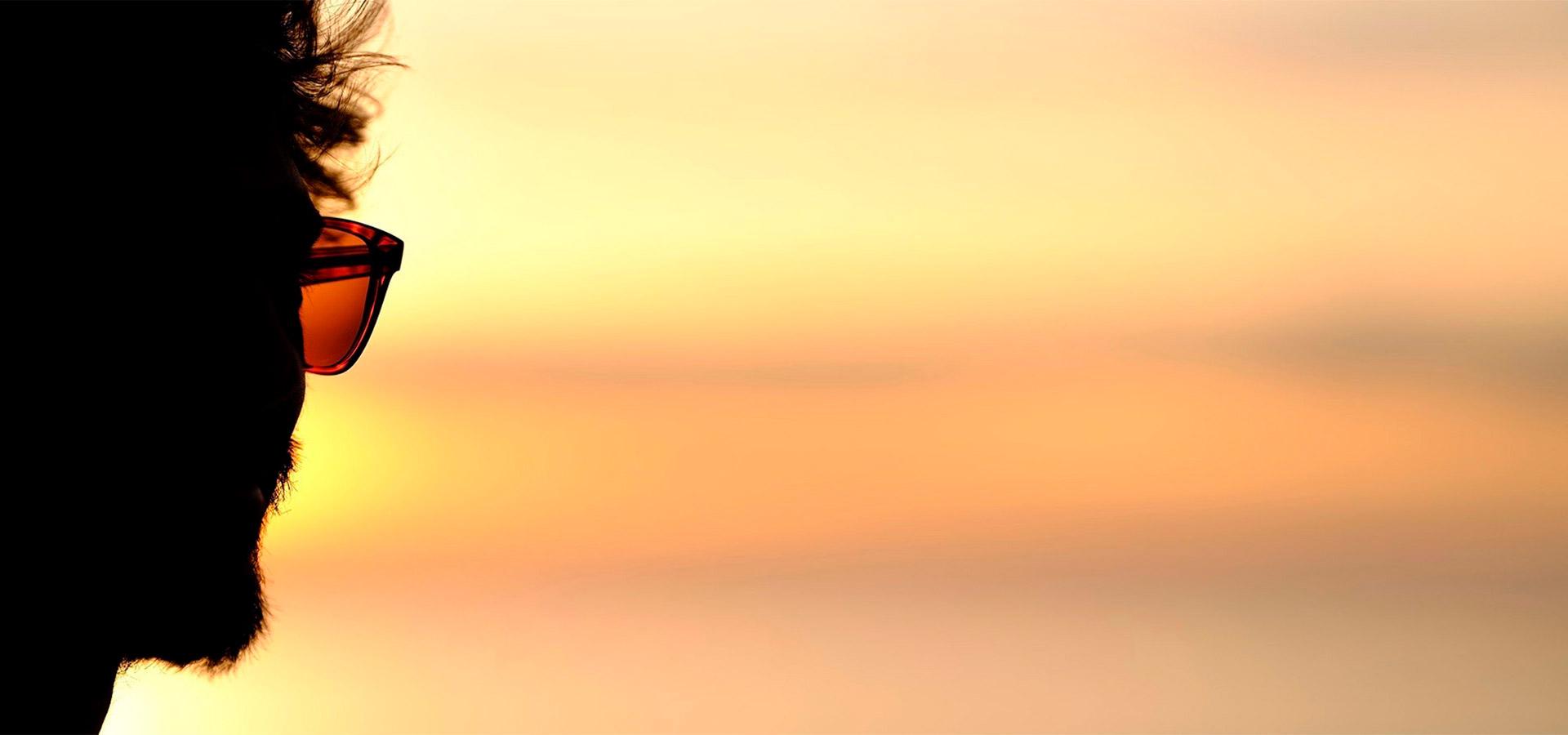 Lunettes de soleil Bask in the Sun fabriquées à la main dans le plus vieil atelier du Portugal, l'assurance d'un savoir-faire traditionnel, de matières premières de grande qualité et d'une production européenne durable. #sunchasersoul